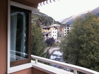 Sunny 1 bedroom Ponte Di Legno Apartment with Elevator Access - Ponte Di Legno vacation rentals