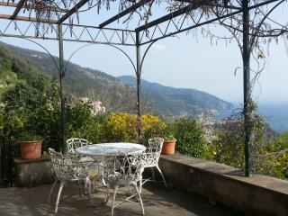 2 Olives Rooms - Charming Romantic Villa - Vernazza vacation rentals