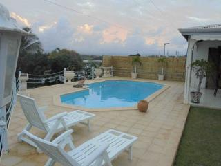 Cozy 3 bedroom Baie-Mahault House with Washing Machine - Baie-Mahault vacation rentals