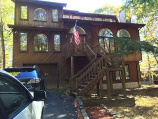 4BR/ 4BA Lakefront House w/HOT SAUNA & Fireplace! - East Stroudsburg vacation rentals