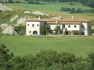 Adorable 8 bedroom House in Contignano with Internet Access - Contignano vacation rentals
