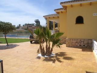 Nice Villa with Washing Machine and Television - San Juan de Alicante vacation rentals