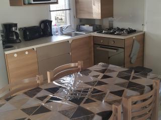 Cozy 3 bedroom Caravan/mobile home in Saint-Jean-de-Monts - Saint-Jean-de-Monts vacation rentals