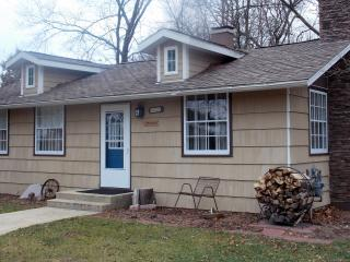 Wisconsin River front cottage-Sandwood - Mazomanie vacation rentals