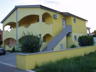 2 bedroom Apartment with Television in Vir - Vir vacation rentals