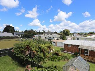 Happy Duo Rotorua - Rotorua vacation rentals