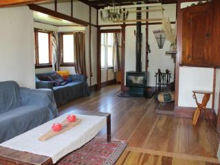 Cozy 3 bedroom Featherston House with Boat Available - Featherston vacation rentals