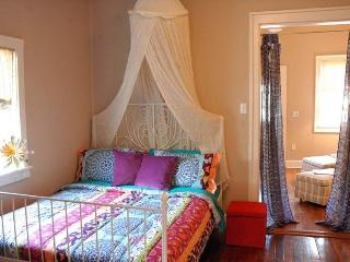 Walk to best shopping, eating, bars! Darling apt! - New Orleans vacation rentals
