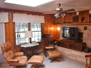 Mary`s Place. Spacious Family Gathering close to Van Buren State Park Beach. - South Haven vacation rentals