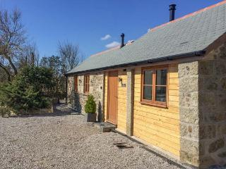 THE CARTHOUSE all ground floor, barn conversion , woodburning stove, WiFi in Coverack Ref 935450 - Coverack vacation rentals