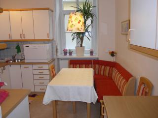 Stadtnest Mini Nest  - cosy rental for 2 - Vienna vacation rentals