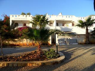 Villas Gaia .Appartements, pieds dans l'eau - Bejaia vacation rentals