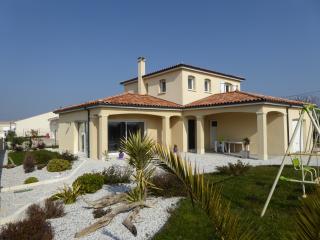"""MAISON """" LA CHRYSOLIGE"""" BORD DE MER - Meschers-sur-Gironde vacation rentals"""