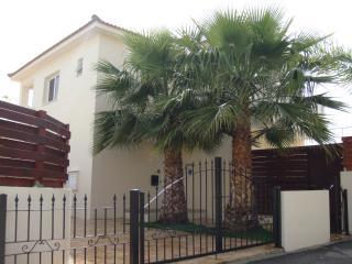 Charming 4 bedroom Villa in Ayia Napa with Internet Access - Ayia Napa vacation rentals