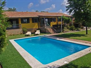 Stunning Family House, Next To The Beach. - Nigran vacation rentals