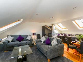Two bedroom Luxury City Centre Flat- Sleeps upto 6 - York vacation rentals