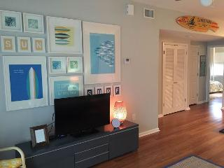 Just $140/nt! Beautifully-decorated 2br in J bldg; steps from Gulf! - Pensacola Beach vacation rentals