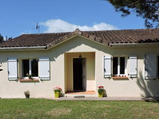 Bright 2 bedroom House in Vayrac with Internet Access - Vayrac vacation rentals
