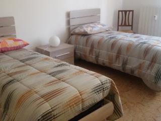 2 bedroom Condo with Internet Access in Casalecchio di Reno - Casalecchio di Reno vacation rentals