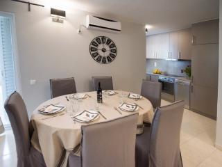 REGALO 2-BEDROOM FLAT KARIOTES/ FLAT 4 - Kariotes vacation rentals