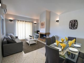 REGALO 3-BEDROOM FLAT IN KARIOTES/ FLAT 8 - Kariotes vacation rentals
