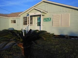 PET FRIENDLY, Sleeps 12, 4 Bedroom/2 Bath, - Port Aransas vacation rentals
