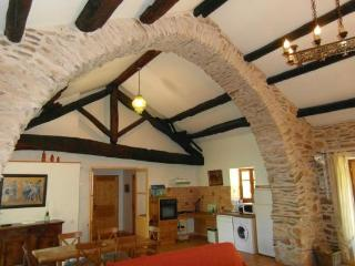 2 bedroom Gite with Internet Access in Colombieres-sur-Orb - Colombieres-sur-Orb vacation rentals