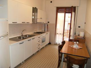 Appartamento spazioso al primo piano - Marina Di Massa vacation rentals