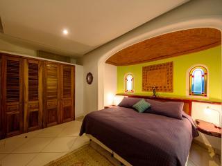 Habitación con cama extragrande - Sayulita vacation rentals