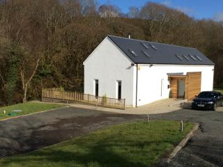 Hazelbank cottage. Riverside, hot tub in 3 acres - Girvan vacation rentals