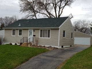 Magnolia House - 3 BR, 1 Ba - 3 Miles from Mayo! - Rochester vacation rentals