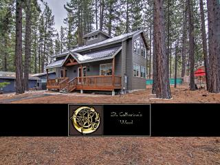 New Listing! 'Little Lodge, St. Catherine's Wood' Stunning 2BR South Lake Tahoe Villa w/Sleeping Alcove, 2 Master Suites, Multiple Fireplaces, and More - Minutes From Lake Tahoe and Heavenly! - South Lake Tahoe vacation rentals