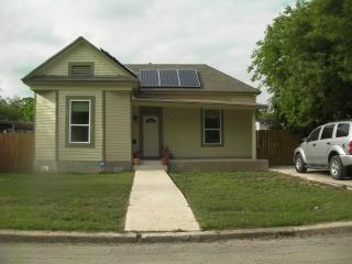 Jason's Pet Friendly Solar Victorian near downtown - San Antonio vacation rentals