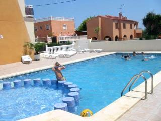 Bright 2 bedroom Alcossebre Apartment with Shared Outdoor Pool - Alcossebre vacation rentals