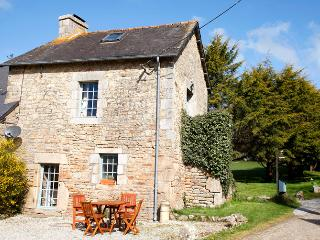 Charming gite on two-acre rural retreat - Ploerdut vacation rentals