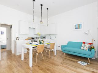 onefinestay - Marylands Road apartment - London vacation rentals
