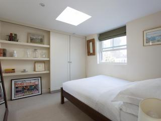 onefinestay - Minford Gardens private home - London vacation rentals