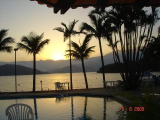 Quarto VERDE CASA LACOMBE temporada ANGRA - Angra Dos Reis vacation rentals