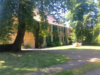 Gite le Grenier met privé zwembad op landgoed - Sarrazac vacation rentals