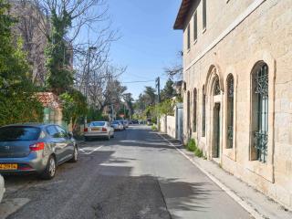 Charming Studio Aparts in Best Area of Jerusalem - Jerusalem vacation rentals