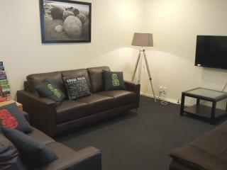 3 bedroom Condo with Internet Access in Riccarton - Riccarton vacation rentals