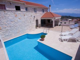 Cozy 3 bedroom House in Selca - Selca vacation rentals