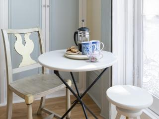 onefinestay - Royal Crescent II apartment - London vacation rentals