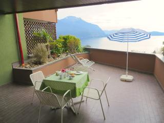 Romantic 1 bedroom Condo in Ghiffa with Shared Outdoor Pool - Ghiffa vacation rentals