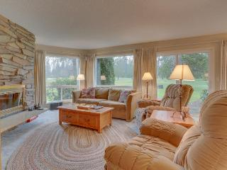 Welcoming condo w/ golf course view, near dining & skiing - Welches vacation rentals