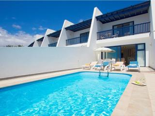 Perfect Villa with Internet Access and Mountain Views - Puerto Calero vacation rentals