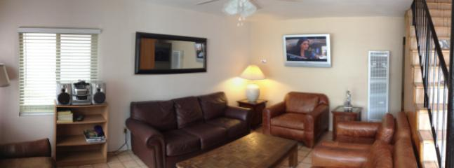 722 Living Room - 722 and 724 Jamaica Court - San Diego - rentals