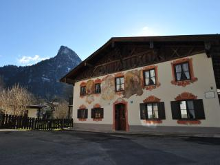 "romantisches Apartment ""Himmelblau"", neu:Sat-TV - Oberammergau vacation rentals"