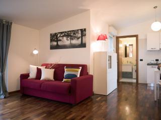 Bright Sesto San Giovanni Apartment rental with Internet Access - Sesto San Giovanni vacation rentals