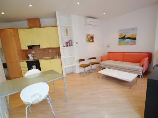 Centro Madrid Santa Ana 3 - Madrid vacation rentals